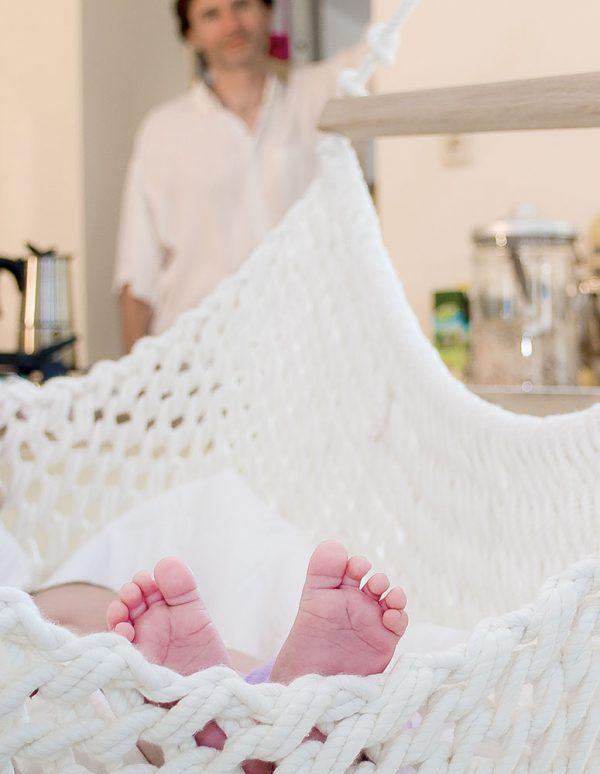 Kleine Füsschen im Babyschwinger